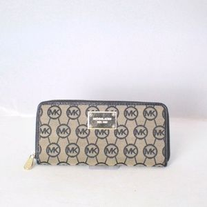 MICHAEL KORS Monogram Black Wallet Item#14491